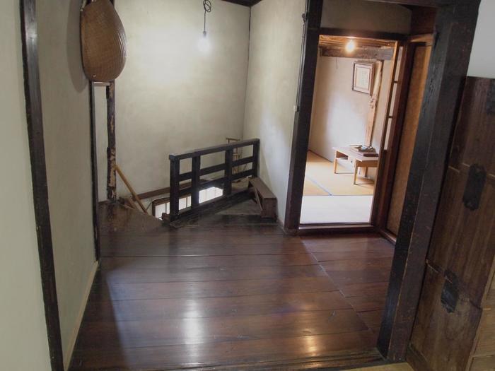 内部は船大工の方がが狭い土地を最大限に利用した知恵と技が至る所に見られ、実際にこちらの家は平成18年まで使われていました。