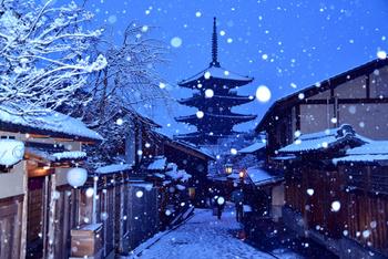防寒対策をしっかりと整えて、静かな趣を感じながら歩くのも良いもの。 「冬ならでは」の京都を楽しめる場所を5つ、ご紹介します。