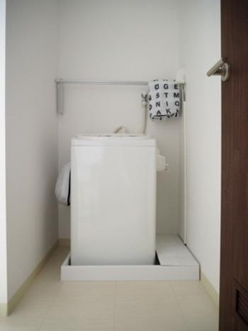 洗濯槽はもちろんですが、蓋周辺など凹凸が多く細かなパーツに埃や汚れが溜まりやすい洗濯機。洗濯機を回す前に、体を拭いただけのタオルなどでささっと周辺を拭き掃除しておくと、掃除が楽に。