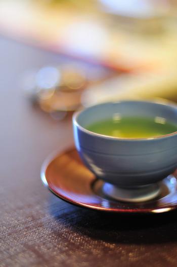 寒い日がだんだんと多くなり、温かいドリンクが恋しい季節になりましたね。コーヒーや紅茶も良いですが、たまにはゆっくりと外で日本茶を楽しんでみませんか?香り高い日本茶は気持ちをホッとさせてくれますよ。本格的な「お茶」やおいしい「和スイーツ」がいただけるお店をご紹介します。