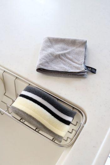 いざ大掃除をはじめてみると、毎日掃除をしているにも関わらず汚れがたまっていて愕然としてしまうことがありますよね。排水口周りや換気扇、窓のサッシなど目に届きにくい部分はおざなりになることも多いもの。たまった汚れを落とすのも大変です。