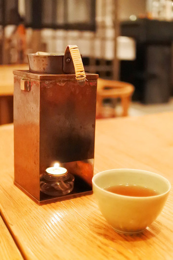 香ばしくて飲みやすい「みまさか番茶」や抹茶、ハーブブレンド茶など種類も色々。5種類のお茶と菓子がセットになったコースやお食事とセットになったコースもあり、珍しいお茶もいただけます。