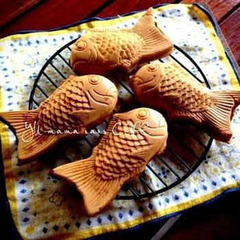 「めでたい」にかけて、おせち料理にも登場する鯛ですが、お頭付きを準備するのはなかなか大変! お馴染みの「たい焼き」は、まさにお菓子のおせちにぴったりです。小ぶりな、たい焼きメーカーやシリコン型をつかってつくることができますよ♪