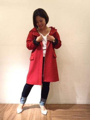 フードつきのかわいらしいコートはカジュアルで着まわししやすい形です。ちょっとそこまでおでかけなんて時もさっと羽織るだけで一気におしゃれに!