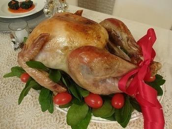 アメリカだけでなく、欧米諸国ではクリスマスの定番になっている「七面鳥の丸焼き(Roast turkey)」。手間はかかりますが、クリスマスだからこそ作りたい一品ですね。