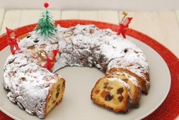 ラムの味がしっかり効いたドライフルーツとナッツとの組み合わせが最高のドイツの菓子パン「シュトーレン(Stollen)」。ラムのおかげで、甘いのもが苦手な方でも食べやすいかも?