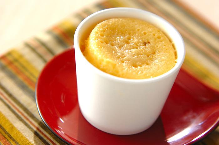 甘納豆を使った優しい甘さの蒸しパンレシピです。器に入れて電子レンジでチンするだけなので、とっても簡単に作れますね。