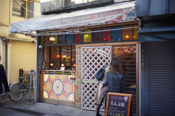 ちなみに、ザクロのイラン人店主がトルコのランプに魅せられてオープンしたという「らんぷ家」も、谷中ぎんざ商店街内にオープンしています。トルコのモザイクランプの販売だけでなく、モザイクランプの製作体験も行っているので、お土産にいかがでしょうか。
