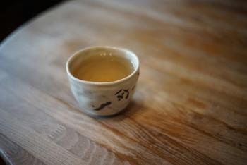 食後に、サービスの薬膳茶。ほんのりと甘くとても飲みやすいです。薬膳には基礎代謝や免疫力アップが期待できるそう。こちらで疲れた体に元気を補ってはいかがでしょう。