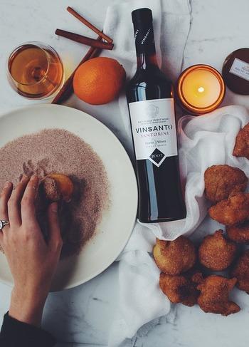 ここからは、ホットワインを楽しみながら食べたいミニフードをご紹介。  ホットワインは甘いドリンクとして単体でも楽しめますが、口が寂しくなった時にちょこっと食べられるものもあれば良いですね。