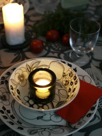 照明を落としてキャンドルの光で食事をする、なんていうのも素敵ですね。 いつもと違う特別感を楽しんで。