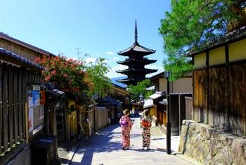 京都で風情のある街並みを眺めながら観光していると、たくさんの美味しいスイーツに出会いますね。今回は、京都ならではの食材や味を愉しめる和カフェで食べられる、絶品パフェをご紹介します。ゆったりした時間を過ごしながら美味を愉しみましょう♪
