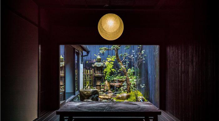 お店の奥には風情漂う坪庭があります。美味しいスイーツを食べながら、京都らしい美しい空間を眺めて、ホッと一息休みましょう。