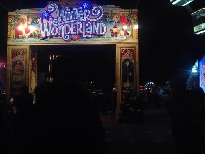 ハイドパークで開催されている「ウィンターワンダーランド」。期間限定の遊園地がオープンし、クリスマスマーケットも開かれます。