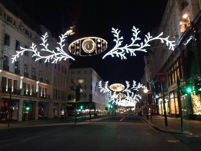 クリスマスイブの夜は早くに交通手段がなくなり、クリスマス当日も完全にストップします。そのため、いつも賑やかなロンドンの中心部は、クリスマスイブの夜だけは、信じられないくらい静かになります。