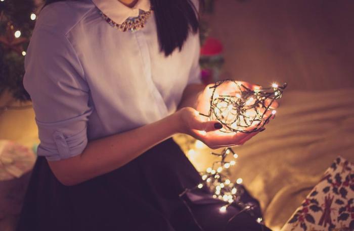 クリスマスはキリスト教の行事ですが、カトリックではなくプロテスタントのイギリスでは、単純に雰囲気を楽しみたいという人もとても多いです。そういった意味では、日本のクリスマスの考え方と似ているのかもしれません。  ここでは、ロンドンのクリスマスの風景や、イギリス風にクリスマスを楽しむ方法をご紹介していきます。