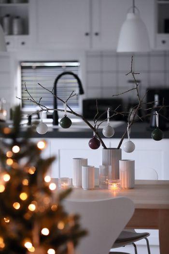クリスマスは、お部屋をどんなふうに飾ろうかと考えることも楽しみのひとつですよね。お気に入りのインテリアに合わせて、お部屋をステキに飾るアイデアの参考にしてみてくださいね♪