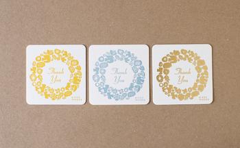 こちらは別売りのミニメッセージカード。ゴールド・ブルー・イエローの3色から、贈る人のイメージに合わせた色を選べます。