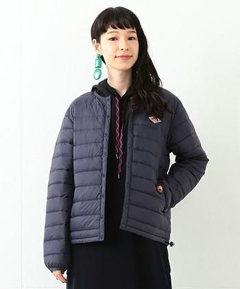 ウールのコートなどとにかく冬のアウターは重くなりがちですが、羽毛が使われているダウンコートは軽くて暖かいのがうれしいメリット!毎日の肩の疲労度も大きく違ってきます。