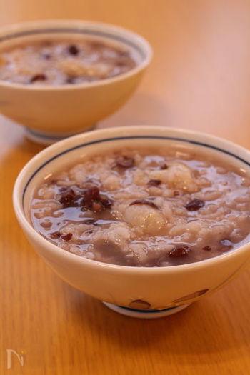 このあとのレシピでご紹介しますが、本格的に小豆を炊くととても時間がかかるもの。こちらのレシピは、ゆで小豆を使うので手軽に冬至がゆ(小豆粥)をつくることができますよ!