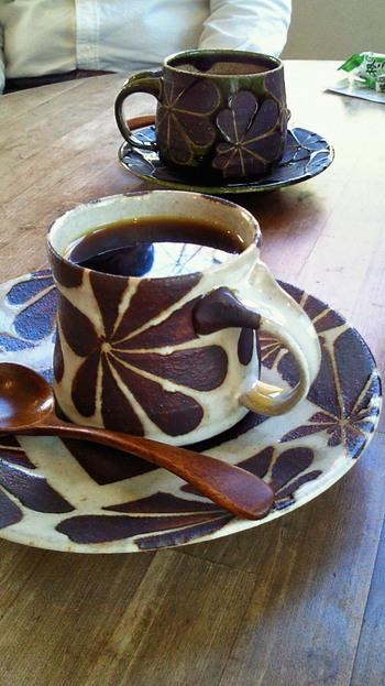 大人っぽいデザインのカップも。陶芸家やデザイナーの個展なども開かれていて、アート好きな方はもちろん、お子さんも楽しめる展示もあるので、ぜひご家族で訪れてみてはいかがでしょうか?