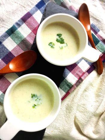 ごぼうはしっかりと炒めて芯を残りにくくするのがコツです。隠し味のスライスチーズでコクのあるスープに♪