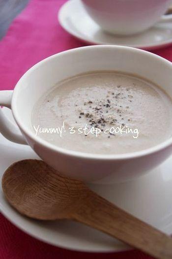 ポタージュなのに、チョコ!?とビックリしてしまうレシピですが、チョコを加えることでほろ苦さと甘味が加わり驚きの美味しさに。豆乳が苦手な方は牛乳で作ってくださいね。