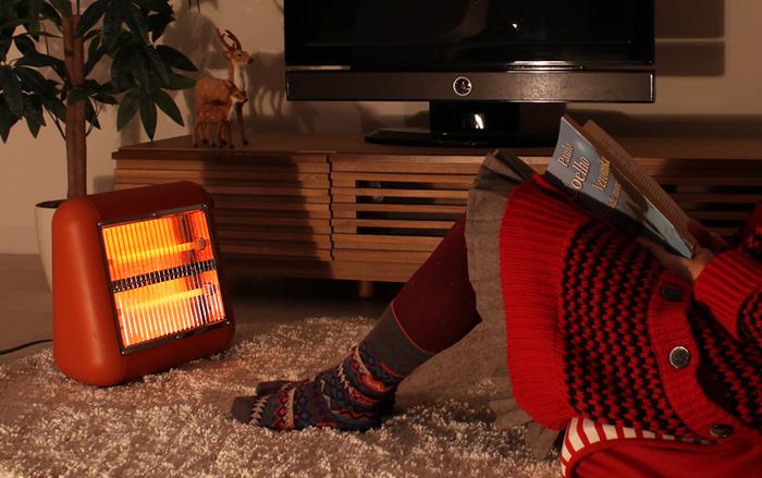 """持ち運びに便利なコンパクトな""""プラスマイナスゼロ""""の遠赤外線ヒーターです。 ひとり暮らしのワンルームや各お部屋ごとに使いやすいコンパクトなサイズ感。"""