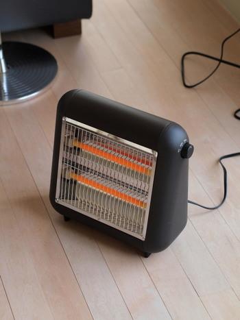 コロンとしたまあるいフォルムデザインが可愛らしいこの電気ストーブは、機能性も◎。じんわりと温めてくれる遠赤外線電気ストーブだから、優しいぬくもりを感じられそうです。