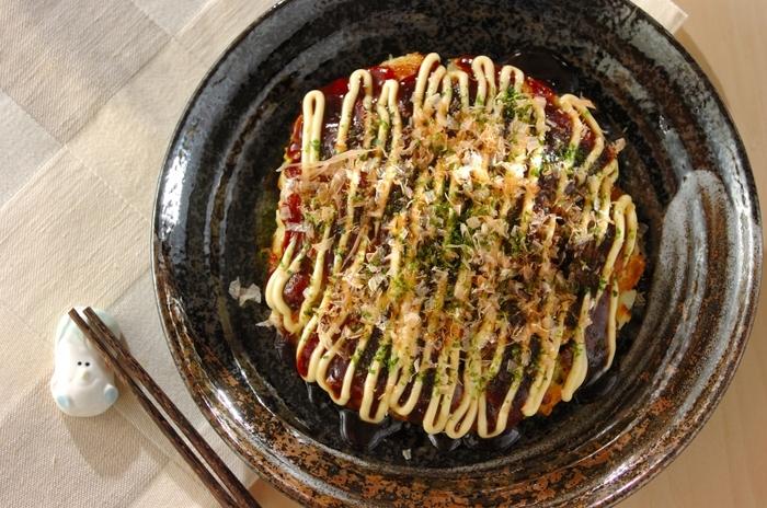 お好み焼きといえばキャベツのイメージが強いですが、白菜で作っても美味しいんですよ。白菜とジャガイモでとろっと柔らかなお好み焼きに。