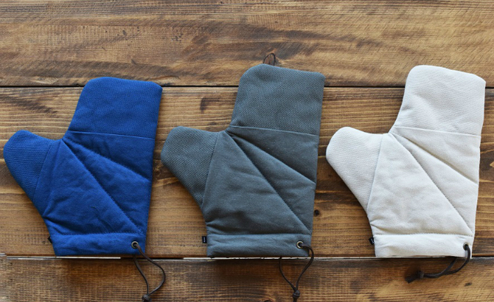 色は、藍(ブルーに近い明るい色)、墨紺(濃い目のグレー)、灰白(少しグレーがかったベージュ)の3色。色合わせを楽しみましょう。