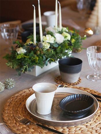 和の雰囲気のある食器を取り入れた斬新なコーディネート。 シンプルなものを選べば不思議とクリスマスにもマッチします。