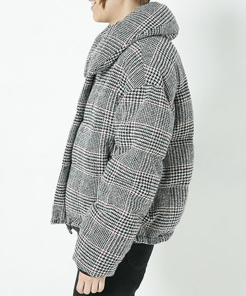 寝具で有名な東京西川とファッションブランドのナノ・ユニバースのコラボレーションで生まれた「西川ダウン」。400年の歴史を誇る東京西川の羽毛技術を駆使したこのダウンコートには、着ただけでわかる抜群の防寒性があります。  またスタイリッシュなシルエットだけでなく、通常10万円以上するようなダウンでも、西川ダウンでは4万円~6万円とコスパにも優れているのが特徴です。