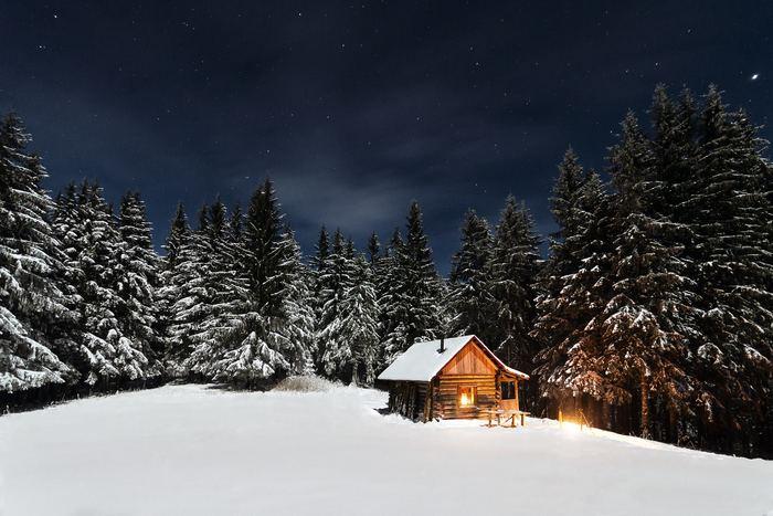 暖炉で燃える優しい炎のように、心を温めてくれる優しいクリスマスソングで寒い夜もホッコリ気分に・・・。