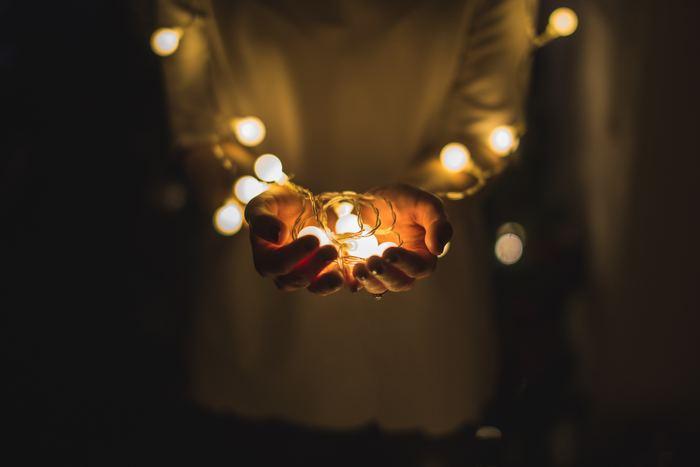1人で過ごすクリスマスの夜には、心に響く歌声を。