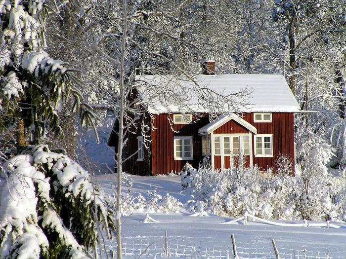 スウェーデンに代表される北欧のクリスマスは、待降節(アドベント)とよばれる準備期間から始まります。2017年はカレンダーの関係で、最も遅い始まりの12月3日の日曜日が始まりの日となっています。クリスマスを待つ期間は、おうちの中をクリスマスの雰囲気に仕上げていく大切な時間です。