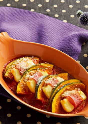 モッツァレラベビーチーズとかぼちゃとベーコンでオーブン焼きに。簡単だけど、なぜか華やかに見える嬉しい組み合わせです◎
