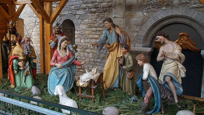 ご存知の通り、クリスマスはイエス・キリストの誕生を祝う日。クリッペは「イエスの誕生シーン」をテーマにした人形たちで、クリスマスマーケットごとにさまざまなクリッペが作られています。機会があれば、いろいろなクリッペを見比べたいですね♪