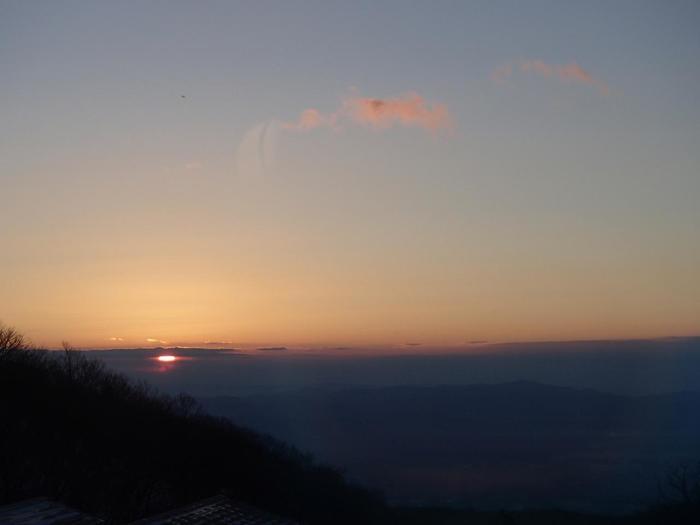 澄んだ空気を感じる朝の風景。こんな清々しい景色を眺めてみたいですね。