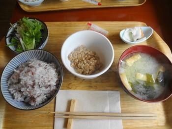 こちらは納豆定食。朝早めに鎌倉駅について、まずはしっかり腹ごしらえ。これも旅の醍醐味ですね。