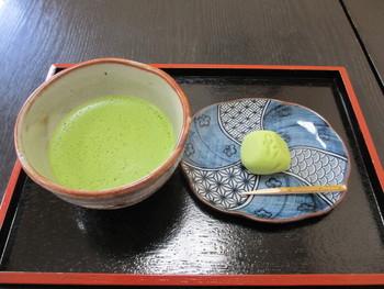 旅の途中もはじまりも、そして〆にも、奥行きのある香ばしい茶葉の香りに包まれながら頂く、抹茶と和菓子は心を落ち着かせてくれますよ。