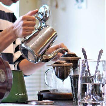 KAFE工船は、オオヤコーヒ焙煎所の豆を使用しています。ネルドリップで淹れるので、珈琲のうまみをダイレクトに味わうことができるんです。KAFE工船でネルドリップの珈琲を飲んでから、自宅でもネルドリップに挑戦する人も多いんだとか。