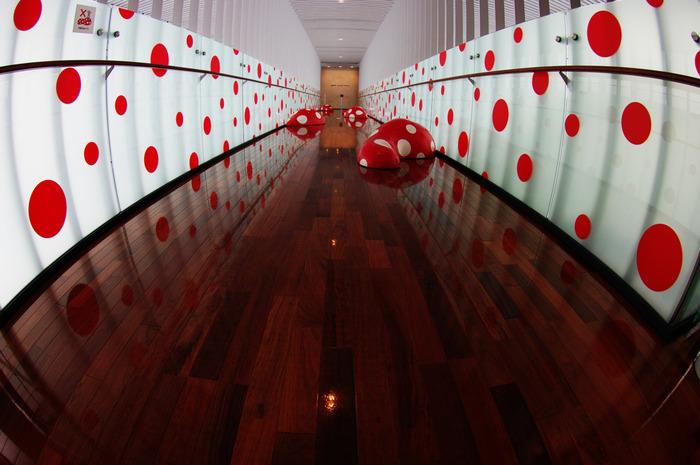 松本市立美術館には、郷土が生んだ世界的アーティスト・草間彌生さんの作品を網羅した「 魂のおきどころ」が常設展示されています。※画像は常設作品とは無関係です。