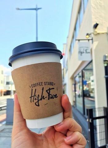 コーヒー豆の量り売りはもちろん、週替わりのプレスサンドイッチ、アップルパイ、スコーン、アフォガードなど、すべてテイクアウトできます。
