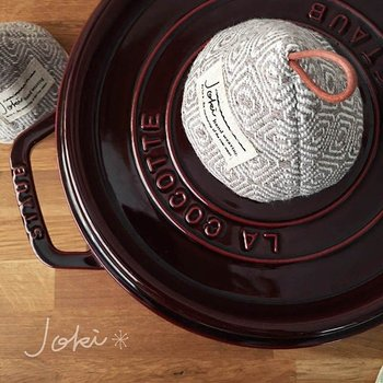 ホーロー鍋などの取っ手にちょこんとかぶせておけます。なんとも可愛らしくて、食卓が和みます♪インテリアとして飾っておけるのもいいですね。