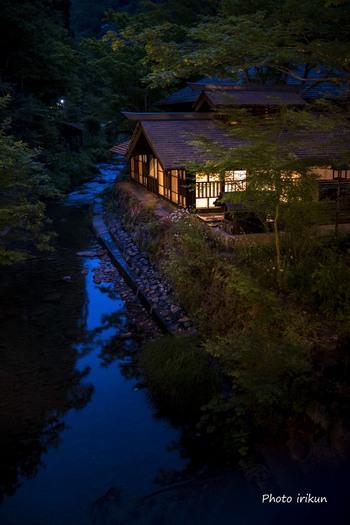"""ひっそりと暮れていく静かな夜を過ごすのも""""秘湯""""ならではの醍醐味ですね。"""