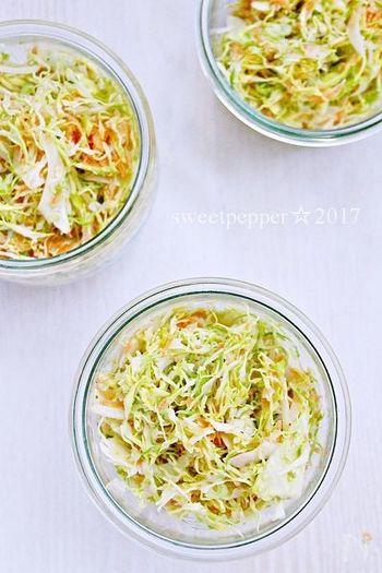 とにかく野菜を切って調味料で味付けするだけ!まずは誰でもおいしく作れる簡単なコールスローからチャレンジしてみましょう。