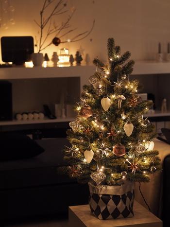北欧流のおうちクリスマスを満喫するためにできることはいろいろあります。アドベントカレンダーやクリスマスオーナメントを手作りしてみるのは、初心者さんにもおすすめのクリスマスの楽しみ方。