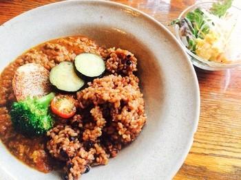 お食事メニューには酵素玄米のカレーも。