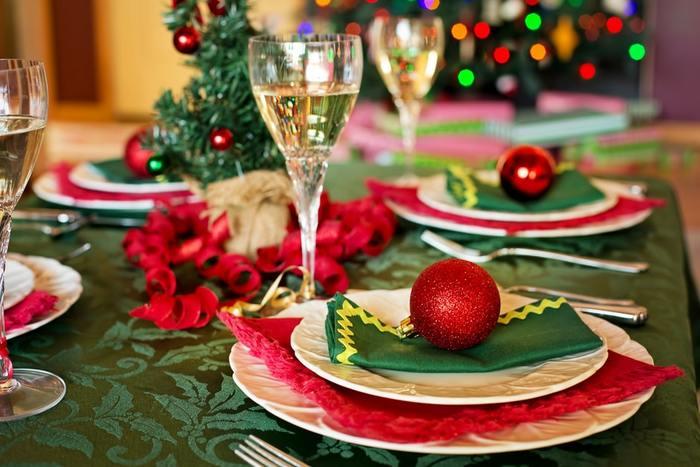 大人のパーティーにふさわしい「クリスマステーブル」とは?簡単&おしゃれなコーディネートテクニック